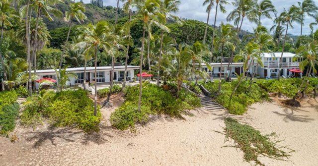A bird's eye view to start your weekend off right 🌴 . .  #keikibeachbungalows #keikibeach #northshoreoahu #northshore #pupukea #oahu #hawaii #hawaiilife #luckywelivehawaii #luckywelivehi #instahawaii #hawaiiunchained #808 #808life #808state #hawaiiansun #hawaiiantropic #beachbungalow #endlesssummer #islandlife #islandliving #aloha #livealoha #alohastate #alohavibes #alohastateofmind
